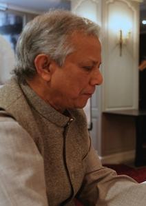El Premio Nobel de la Paz 2006 Muhammad Yunus pide la creación de un MBA social